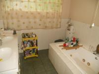 Main Bathroom - 5 square meters of property in Magaliesburg