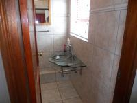 Bathroom 3+ - 5 square meters of property in Umkomaas
