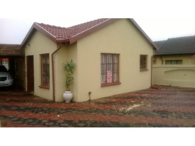 3 Bedroom House For Sale in Lotus Gardens - Home Sell - MR107807