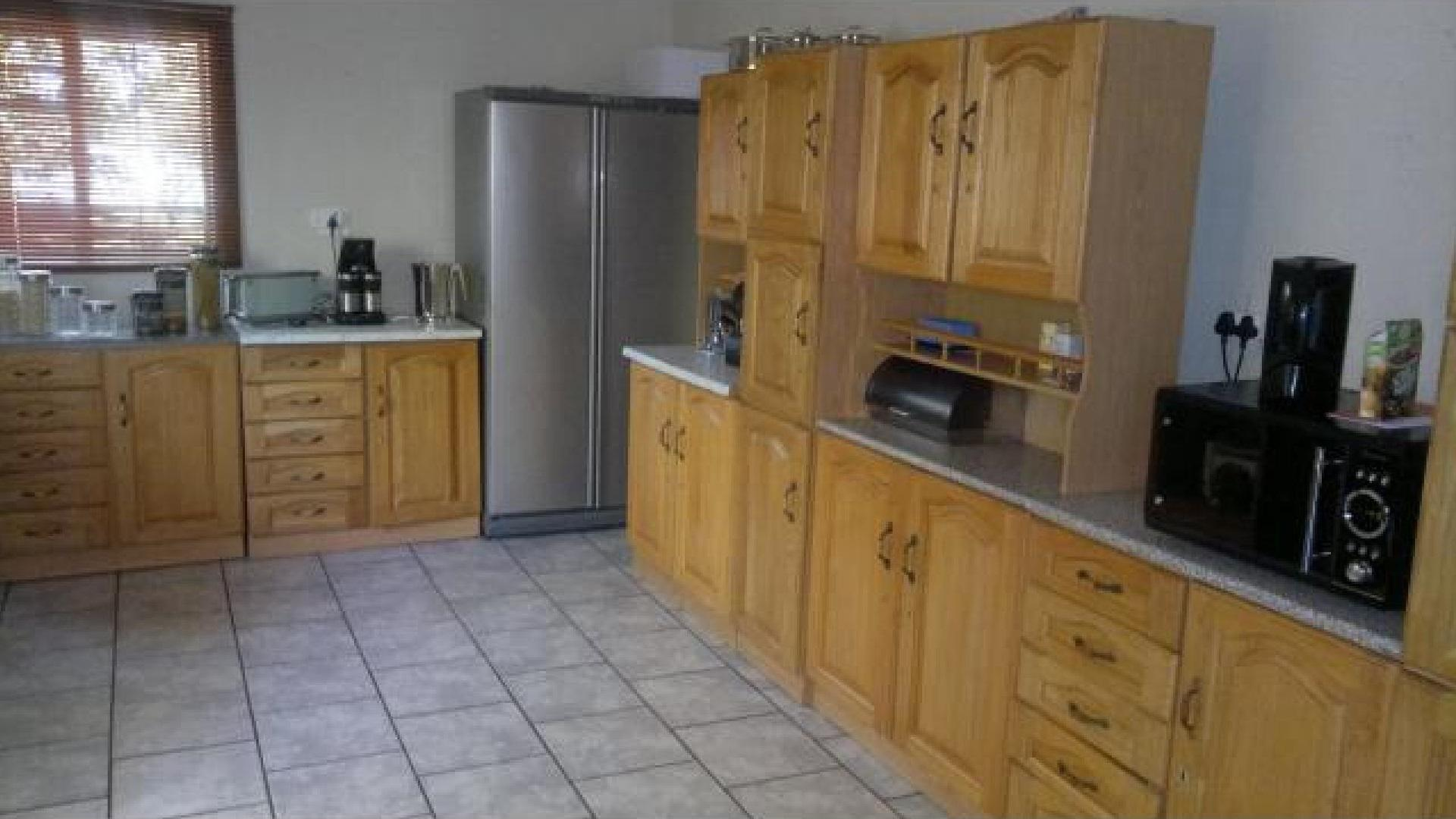 Kitchen - 18 square meters of property in Theunissen