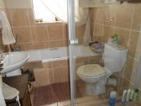 Main Bathroom - 5 square meters of property in Sonneveld