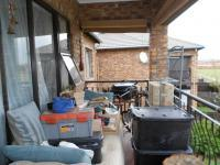 Patio - 8 square meters of property in Sonneveld