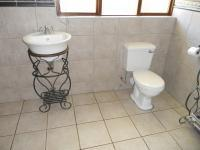 Bathroom 2 - 12 square meters of property in Oudtshoorn