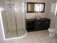 Main Bathroom - 12 square meters of property in Oudtshoorn