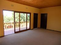 Lounges - 75 square meters of property in Oudtshoorn