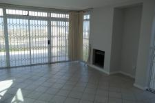 Lounges - 39 square meters of property in Bloubergstrand