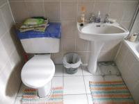 Main Bathroom - 5 square meters of property in Uitenhage Upper Central