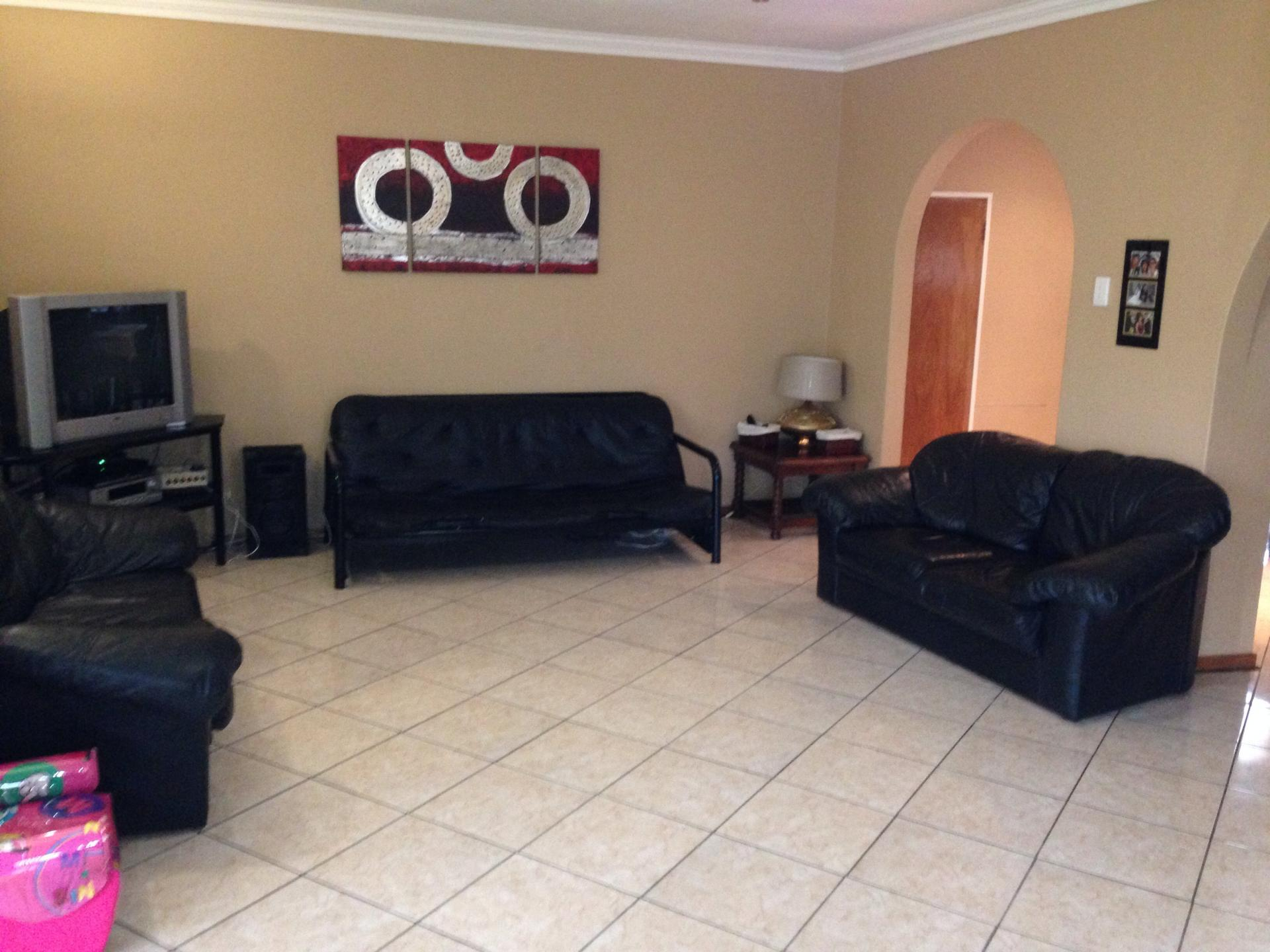 Lounges - 35 square meters of property in Randfontein