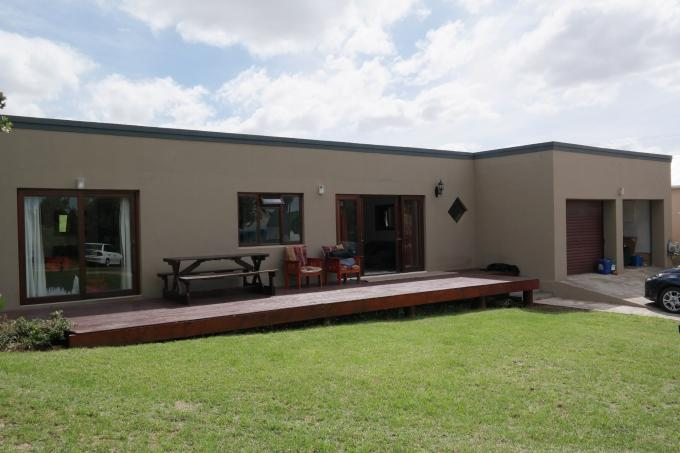 3 Bedroom House For Sale in Bredasdorp - Home Sell - MR108348