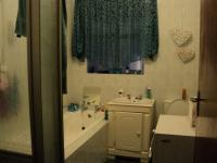 Main Bathroom - 5 square meters of property in Florida Lake