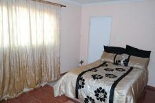 Bed Room 1 of property in Milnerton