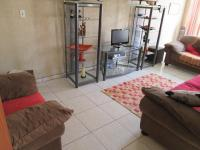 Lounges - 23 square meters of property in Vereeniging