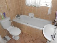 Main Bathroom - 5 square meters of property in Elarduspark