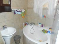 Bathroom 2 - 6 square meters of property in Sinoville