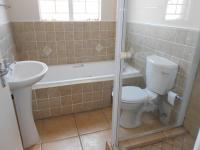 Main Bathroom - 5 square meters of property in Castleview