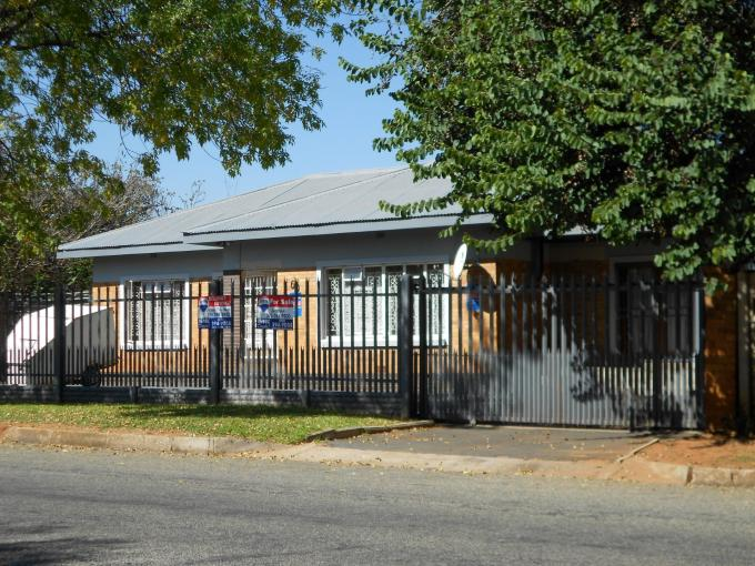 Standard Bank EasySell 3 Bedroom House For Sale in Kempton Park - MR108870