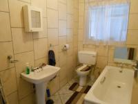 Bathroom 1 - 5 square meters of property in Garsfontein