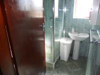 Bathroom 3+ - 4 square meters of property in Mobeni Heights