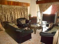 Lounges - 29 square meters of property in Robertsham
