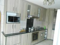 Kitchen - 13 square meters of property in The Orchards