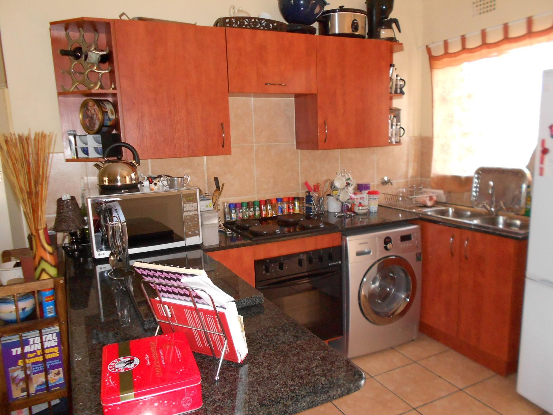 Kitchen - 10 square meters of property in Sonneveld