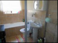 Main Bathroom - 6 square meters of property in Sonneveld