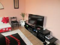 Lounges - 61 square meters of property in Glenvista