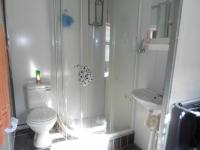 Bathroom 3+ - 8 square meters of property in Birchleigh North