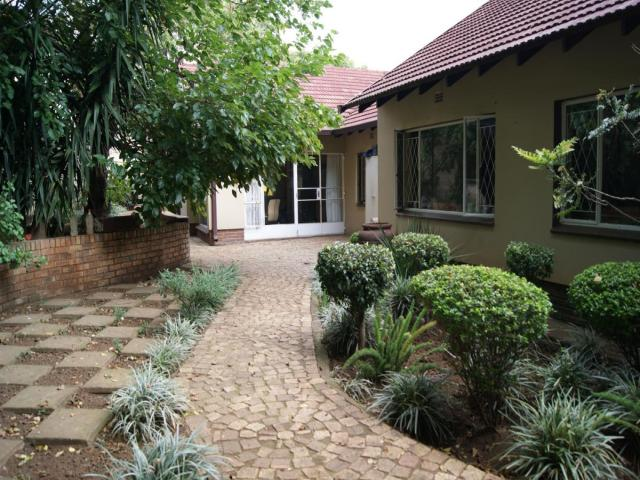 Standard Bank EasySell 6 Bedroom House for Sale For Sale in Dowerglen - MR109321