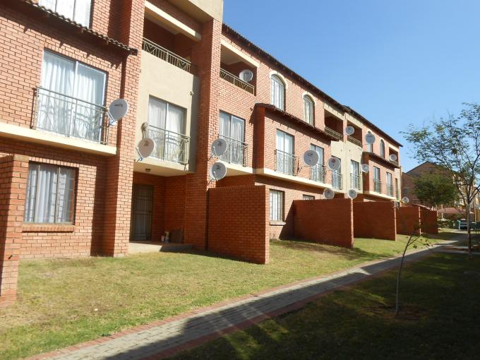 2 Bedroom Sectional Title For Sale in Karenpark - Private Sale - MR109354
