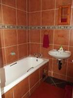 Main Bathroom - 2 square meters of property in Groblerpark