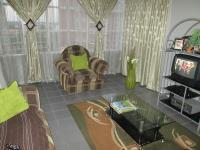 Lounges - 25 square meters of property in Benoni