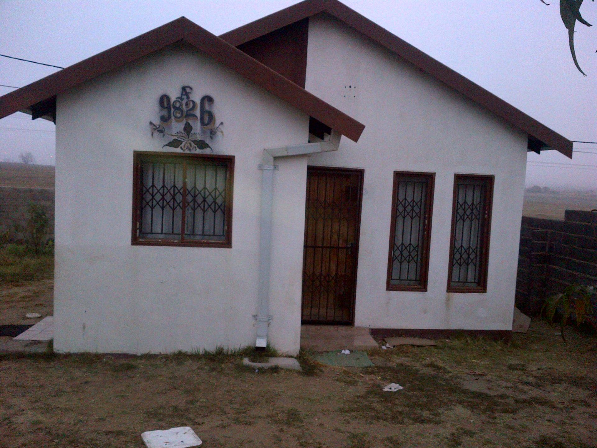 Front View of property in Madadeni