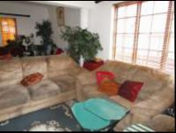 Lounges - 10 square meters of property in Rivonia