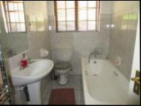 Bathroom 1 - 3 square meters of property in Rivonia