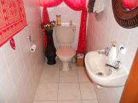 Bathroom 2 - 7 square meters of property in Mossel Bay