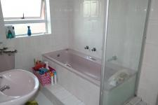 Bathroom 1 - 5 square meters of property in Pelikan Park