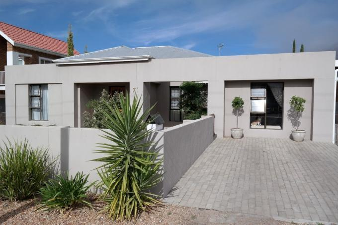 3 Bedroom House for Sale For Sale in Piketberg - Private Sale - MR109762