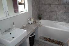 Main Bathroom - 8 square meters of property in Piketberg