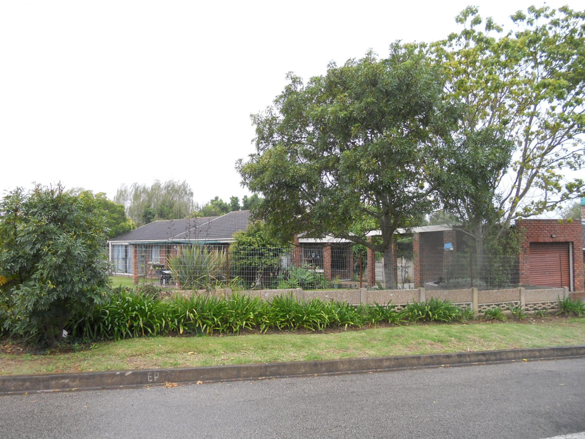 Front View of property in George East