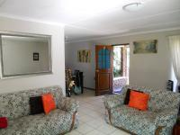 Lounges - 30 square meters of property in George East