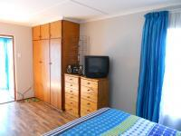Main Bedroom - 28 square meters of property in George East