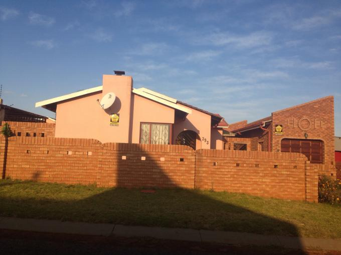 3 Bedroom House For Sale in Lenasia - Private Sale - MR110072