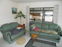 Lounges - 24 square meters of property in Klein-Brakrivier