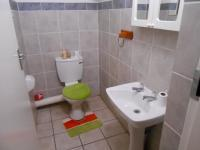 Bathroom 1 - 3 square meters of property in Magalieskruin