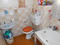 Main Bathroom - 6 square meters of property in Sunnyside