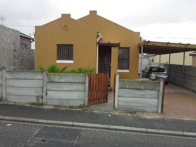 3 Bedroom House for Sale For Sale in Strandfontein - Home Sell - MR110276