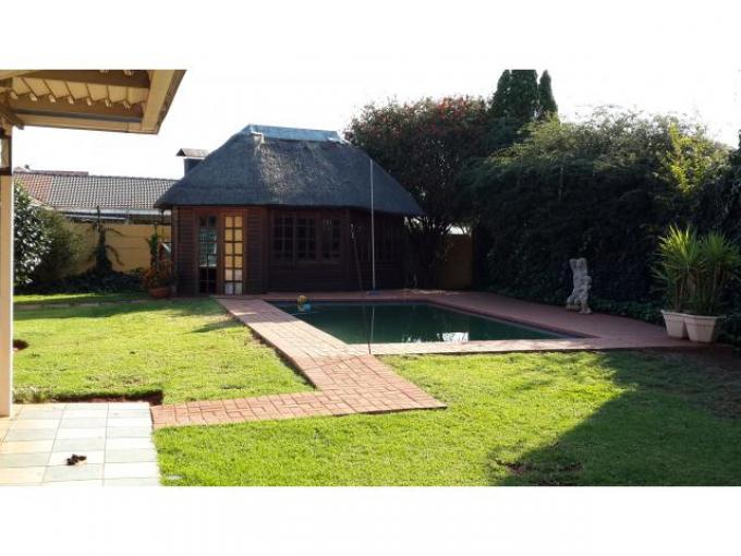 4 Bedroom House for Sale For Sale in Lenasia South - Home Sell - MR110287