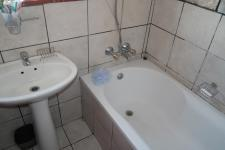 Bathroom 1 - 5 square meters of property in Nooitgedacht