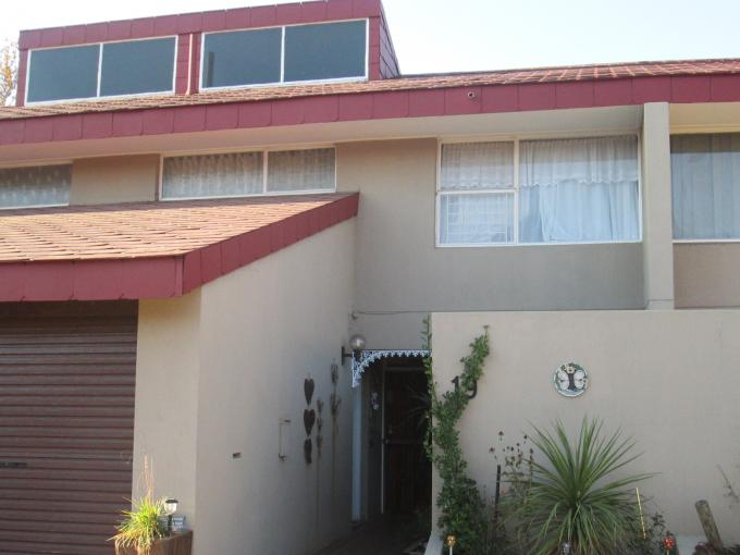 3 Bedroom Duplex for Sale For Sale in Sasolburg - Home Sell - MR110385